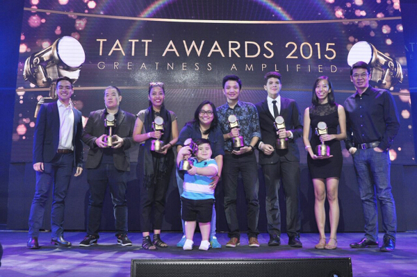 Tatt Awards' Great 10 winners with Globe's Ray Guinoo (leftmost) and Gilbert Simpao (rightmost)