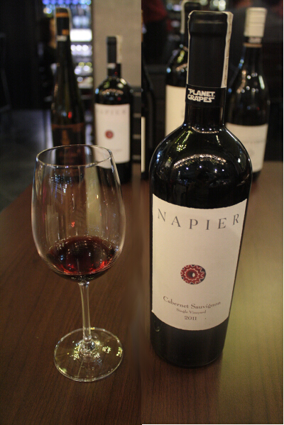 Best paired with: Napier Cabernet Sauvignon, 2011, from Wellington, South Africa (P80/sip, P235/half glass, P440/full glass, P1,900/bottle). Powerful and complex, this full-bodied and ripe fruity-floral wine is bursting with juicy berry fruit, luscious but elegant. It has a strong, bold flavor and crisp aftertaste, yet remains smooth. It definitely raises the dining experience up a notch. Pinapasosyal ang Filipino comfort food mo!