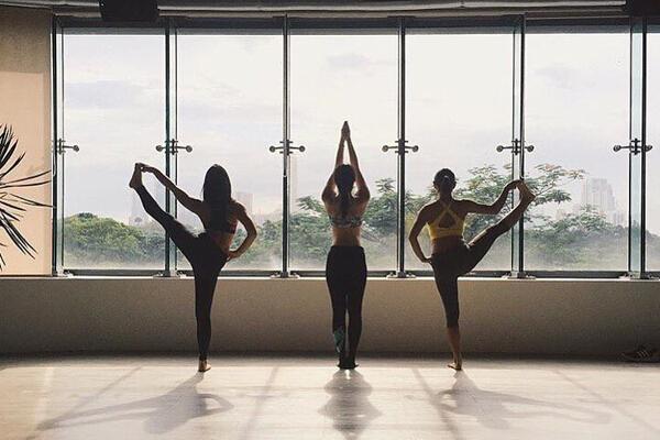 L!FE - 2015 Grand Launch - Yoga Stand
