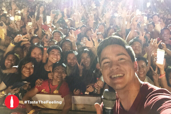 Alden takes a selfie with the crowd