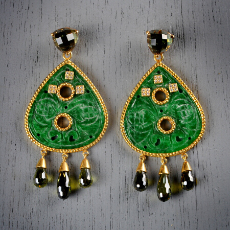 22. Esmeralda. Handcrafted earrings with peridot and hand-carved jade