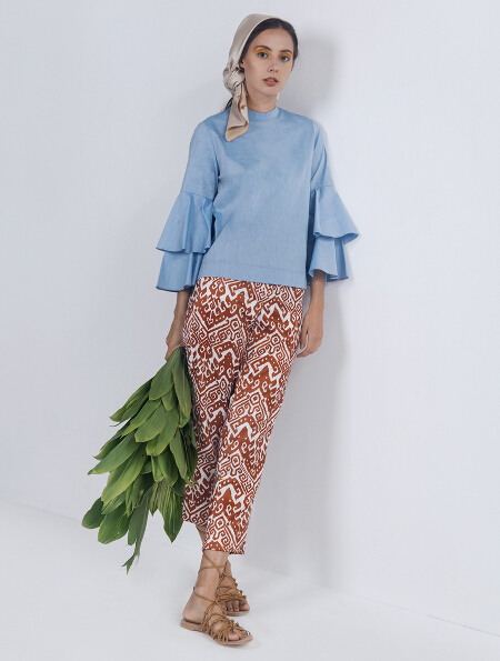Lucia top in blue (P1,598) and Sedonna pants in Rust (P1,798)