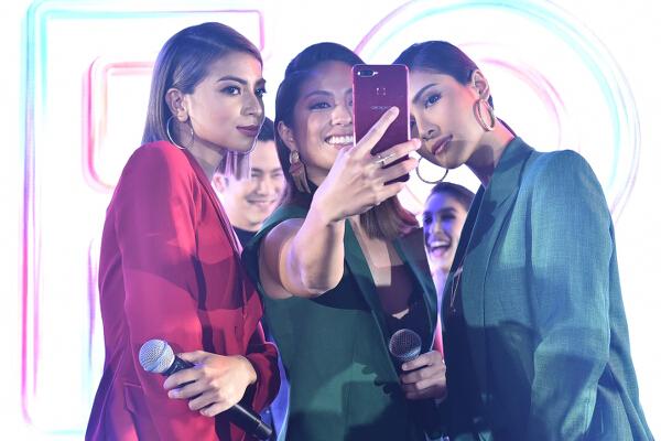Celebrity Selfie