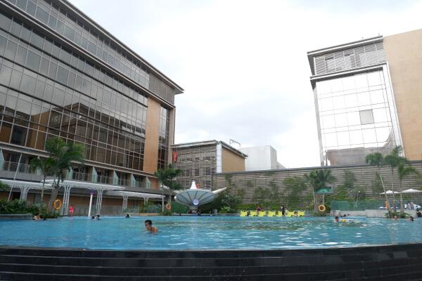 Hilton Pool 1